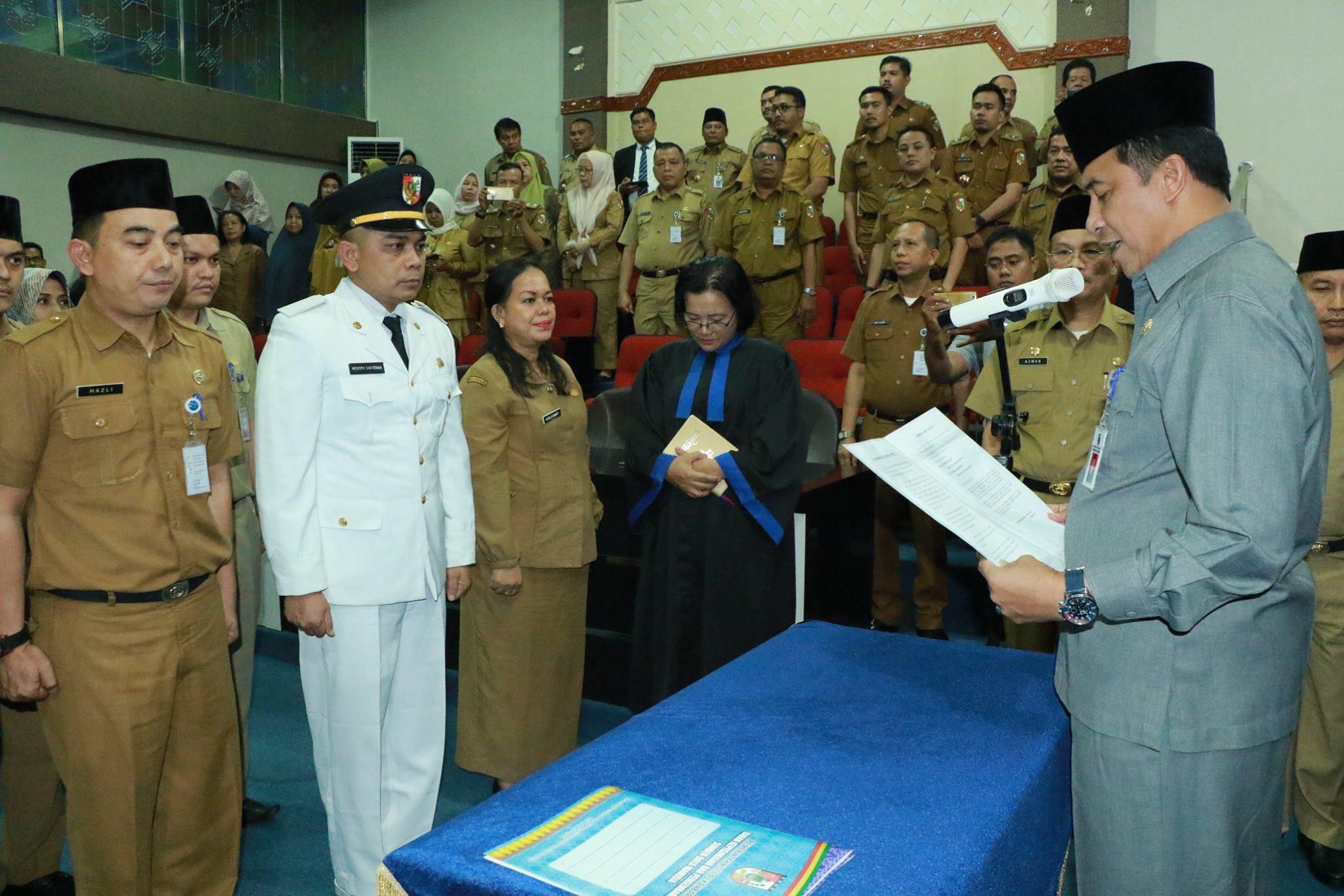 Serah Terima Jabatan Pejabat Administrator ( Kabag dan Camat) di lingkungan Pemerintah Kota Pekanbar