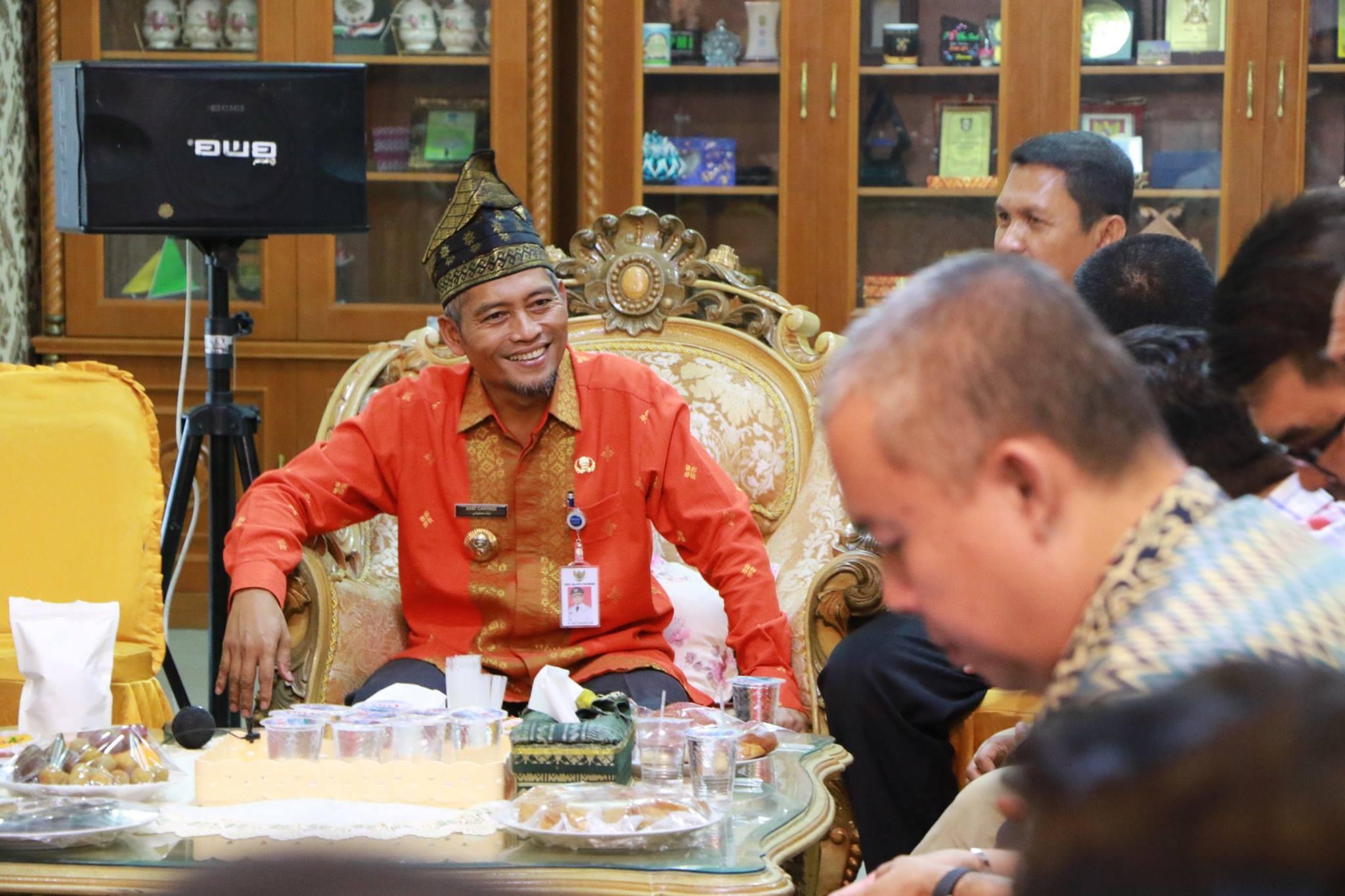 Wakil Wali kota Pekanbaru H. Ayat Cahyadi, S,Si Bersama Istri Buk Hj. Indria Rita S,Pd bersilaturahm