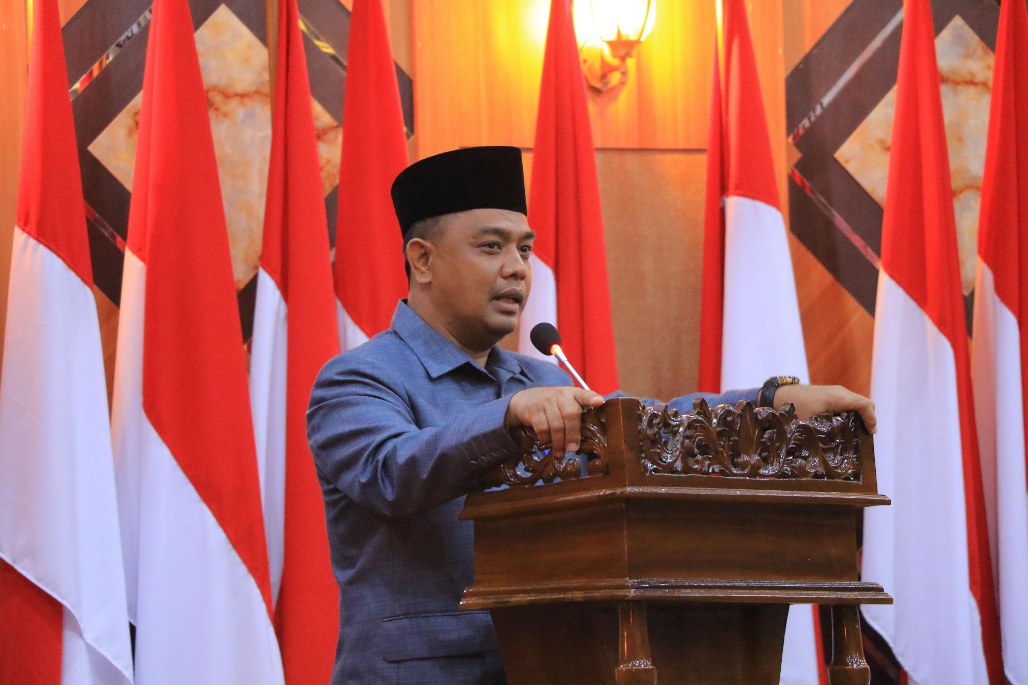 Sekretaris Daerah Kota Pekanbaru memberikan arahan kepada pejabat yang telah dilantik dan dikukuhkan.
