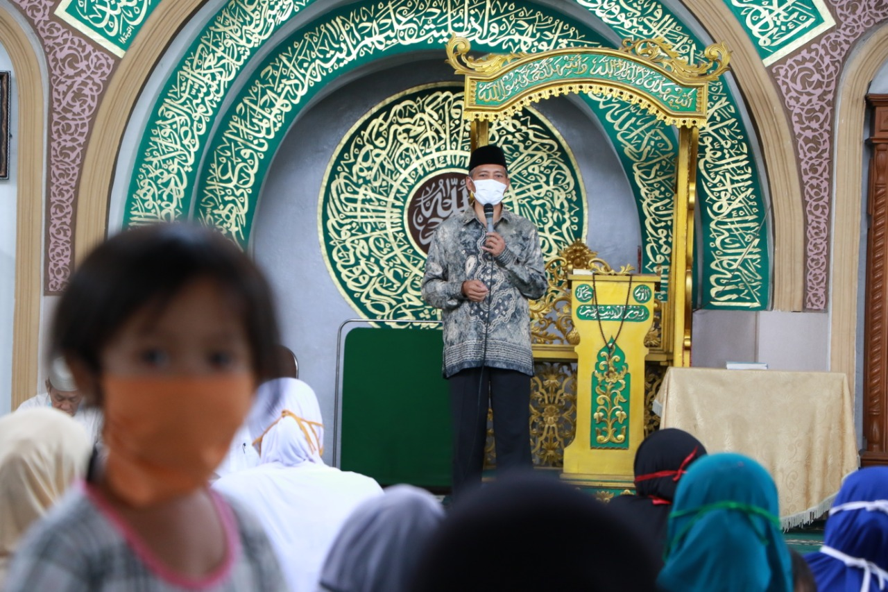 Wawako memberi sambutan kepada Jamaah