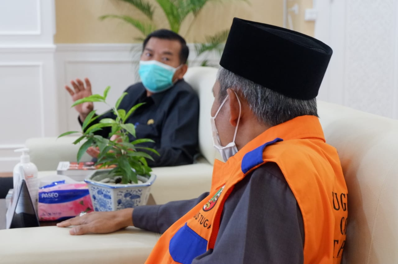 Silahturahmi pengurus baru DPD PKS dengan Walikota dan Wakil Walikota Pekanbaru.
