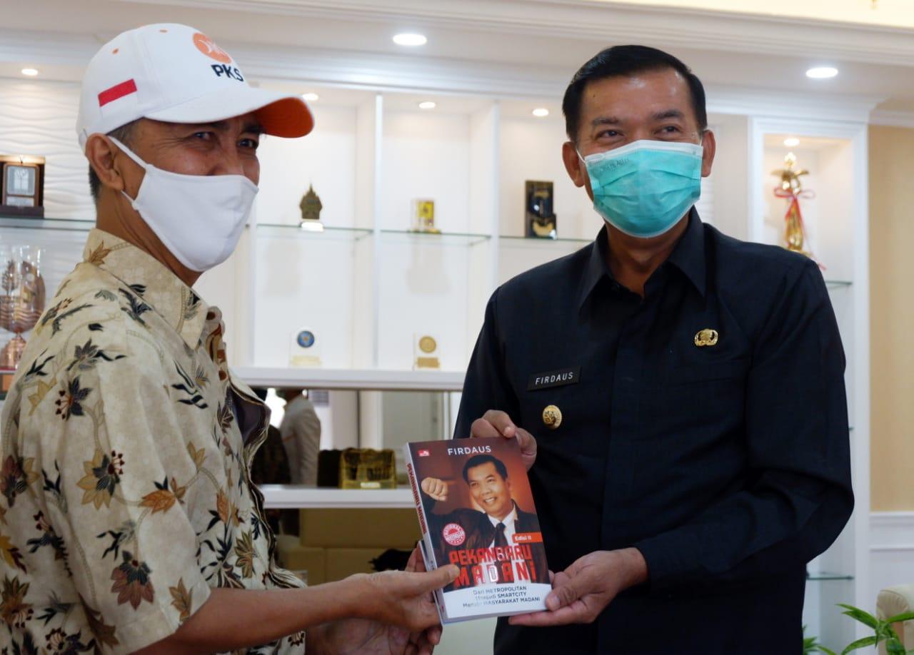 Silahturahmi pengurus baru DPD PKS dengan Walikota dan Wakil Walikota Pekanbaru