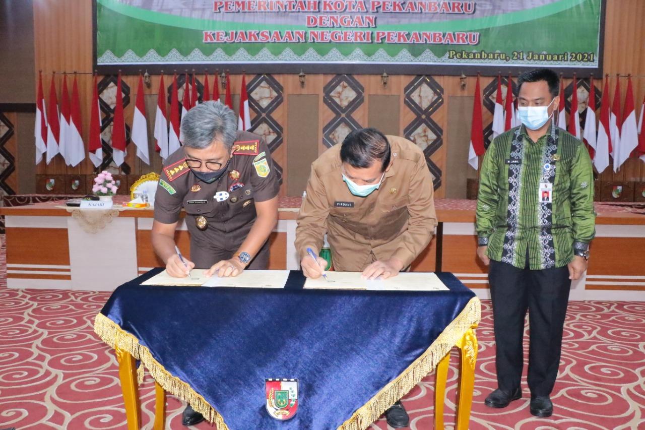 Penandatanganan MoU Antara Pemerintah Kota Pekanbaru dan Kejaksaan Negeri Pekanbaru