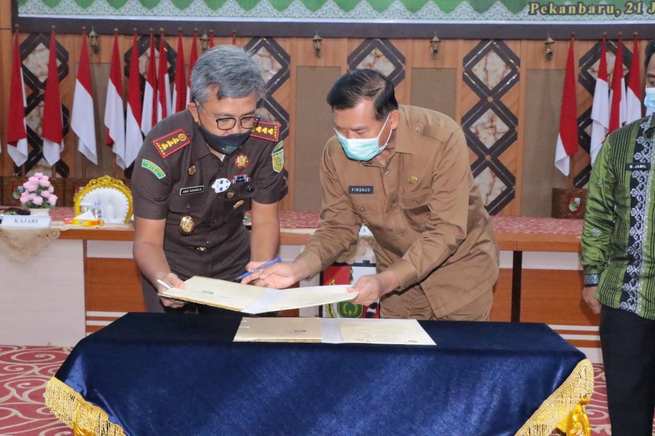 Penandatanganan MoU Pemerintah Kota Pekanbaru bersama Kajari Pekanbaru