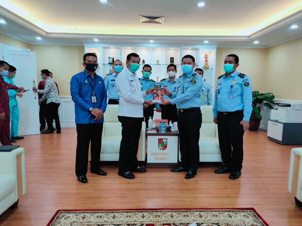 Audiensi Kepala Imigrasi Kota Pekanbaru bersama Walikota Pekanbaru