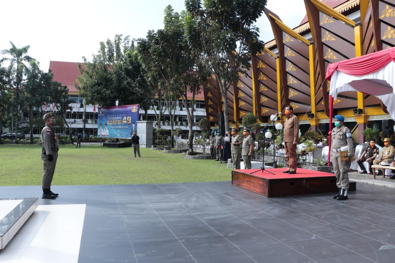 Walikota Pekanbaru Menjadi Pemimpin Apel serah Terima Jabatan kepala satuan polisi pamong praja kota Pekanbaru.