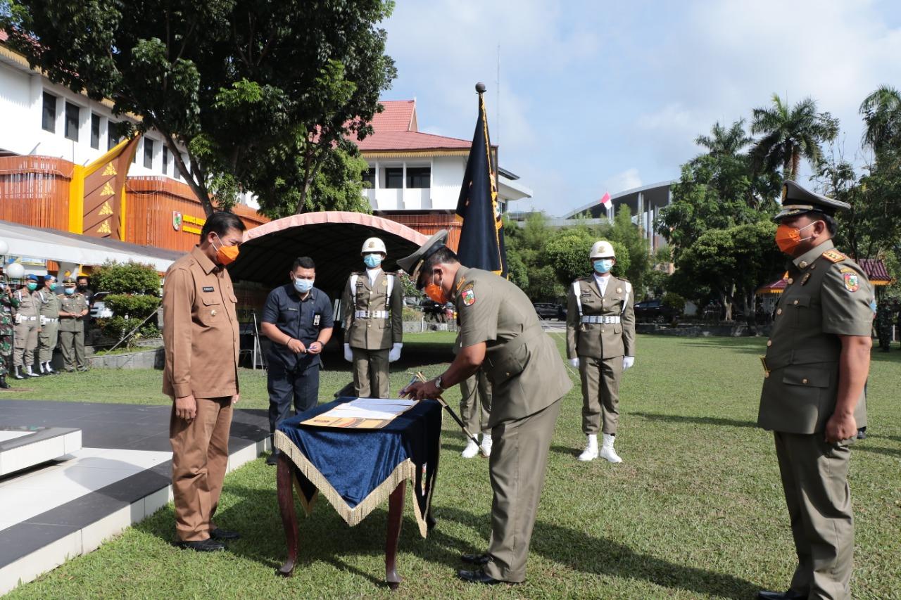 Apel serah terima jabatan kepala satuan polisi pamong praja kota Pekanbaru.