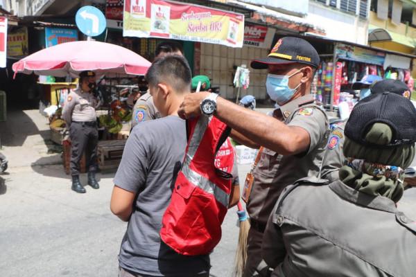 Tim Gabungan Jaring 26 Pelanggar Prokes di Pasar Bawah