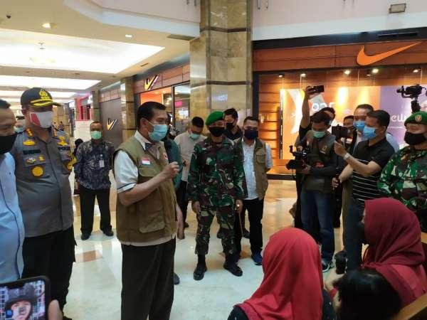 Wali Kota Meninjau Aktivitas di Mal Jelang Penerapan New Normal.