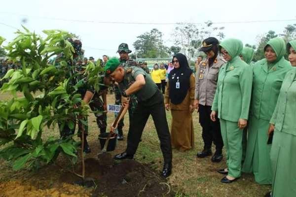 HUT TNI ke 74, Kodim Pekanbaru Karya Bakti Tanam Pohon di Rumbai