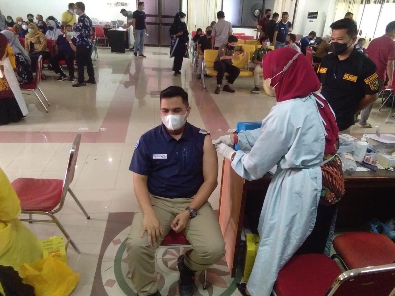 Ratusan Pejabat dan Pegawai Pemko Disuntik Vaksin Sinovac