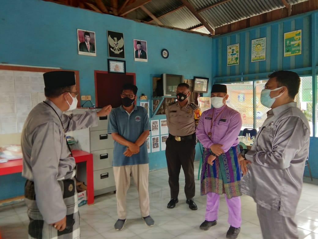 Image : Tim Gugus Tugas Covid-19 Pekanbaru Tinjau Posko PPKM di Tuah Madani