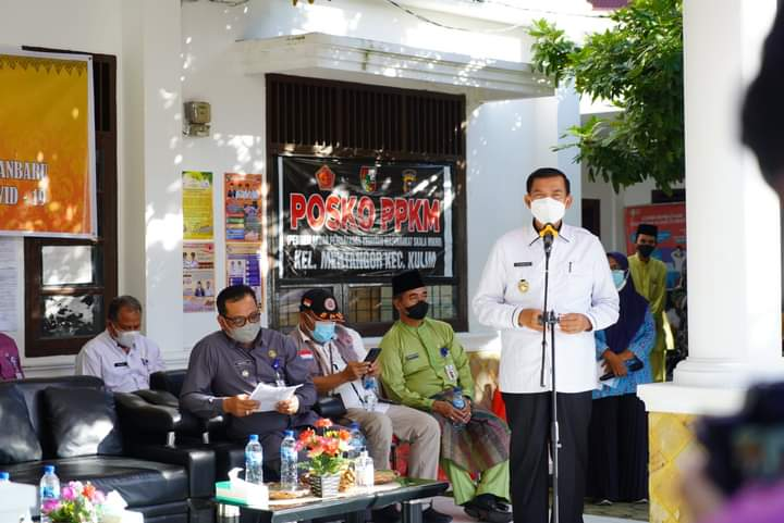 Wali Kota Salurkan Bansos bagi Warga Terdampak Covid di Kulim