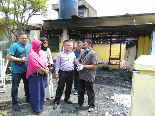 DPRD Beri Bantuan Korban Kebakaran di Senapelan