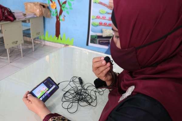 Guru Honorer di Pekanbaru Jadi Youtuber Pembelajaran Jarak Jauh