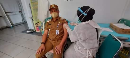 Camat Bina Widya dan Puluhan ASN Disuntik Vaksin