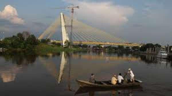 Dewan Minta Kendaraan yang Parkir Diatas Jembatan Siak IV Ditertibkan