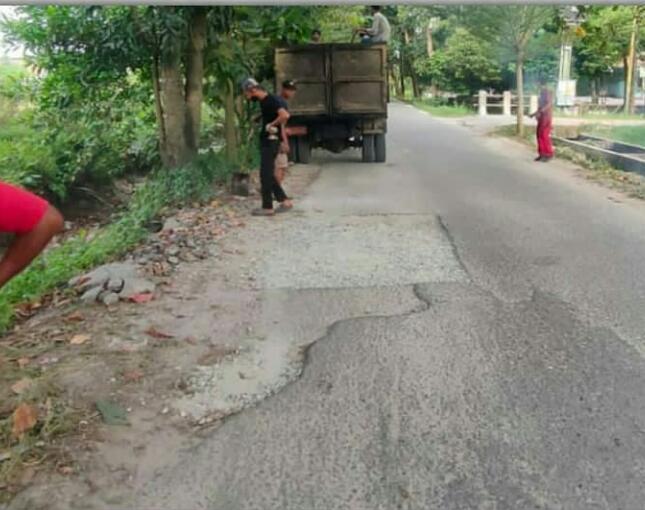 Dinas PUPR Perbaiki Jalan Bangau Sakti di Kecamatan Binawidya