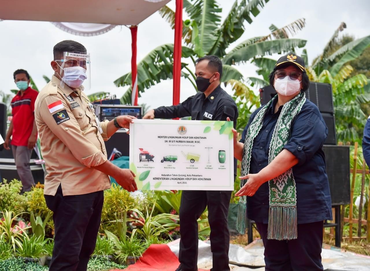 Tobek Godang Terima Sejumlah Bantuan dari Kementerian LHK