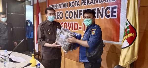 Wartawan di Pekanbaru Beri Bantuan APD untuk Petugas Medis