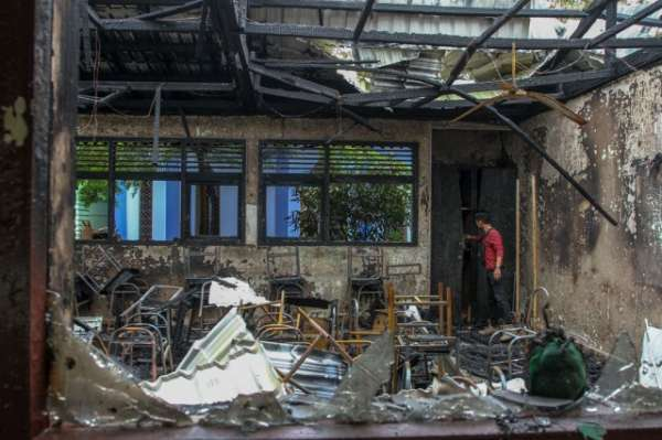Image : SMP Negeri 7 Terbakar, Disdik Taksir Kerugian Rp2 Miliar