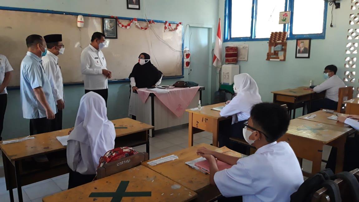 Wali Kota Pekanbaru Meninjau Belajar Tatap Muka di SMPN 13 dan SMP Madani