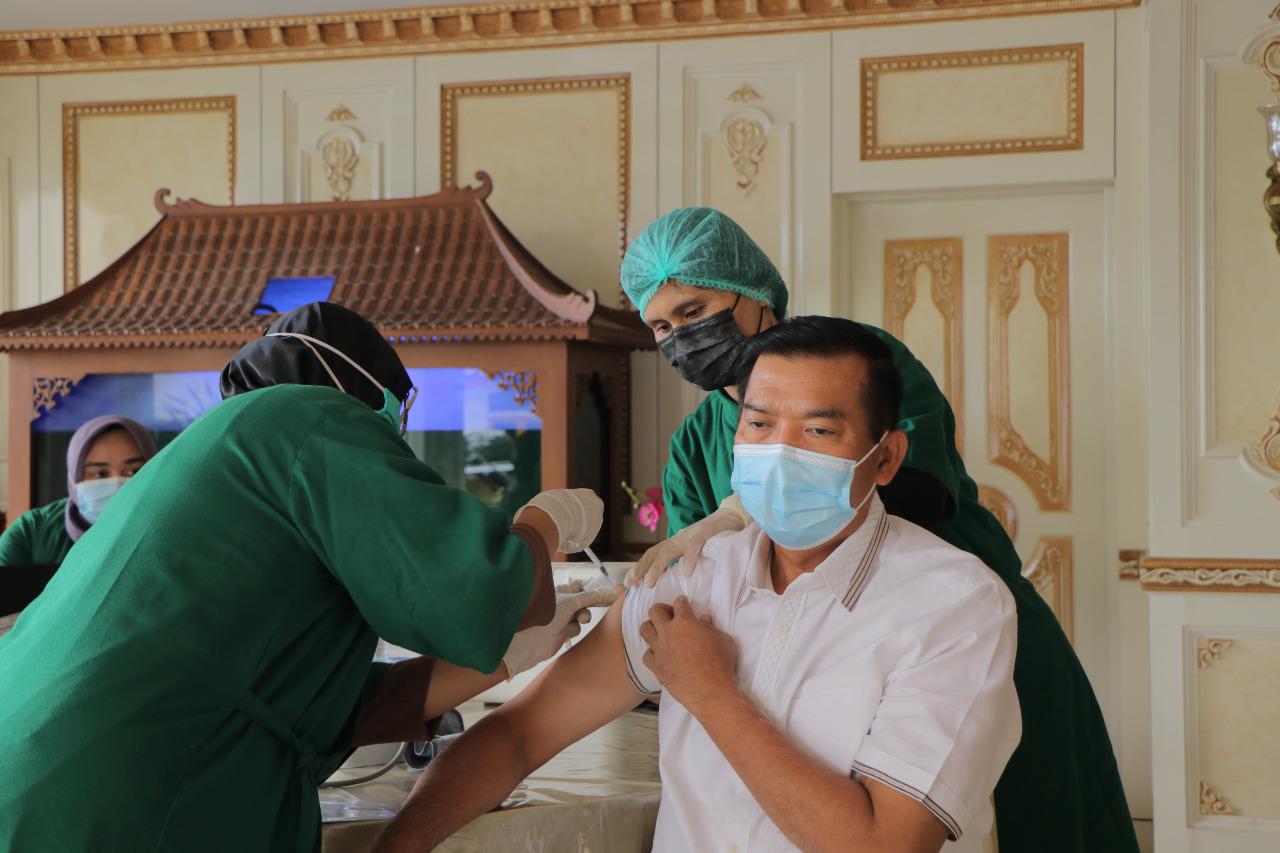 Wali Kota Terima Suntikan Vaksin Kedua