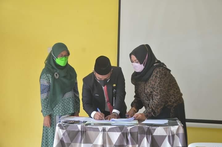 Sekda Teken Akta Pendirian Yayasan Dharma Wanita Persatuan