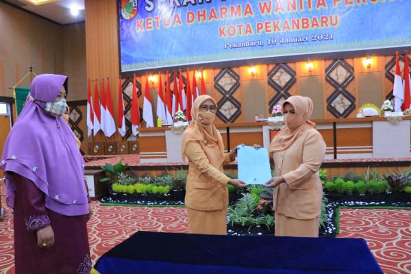 Fitriyani Jamil Jabat Ketua DWP Pekanbaru 2019-2024