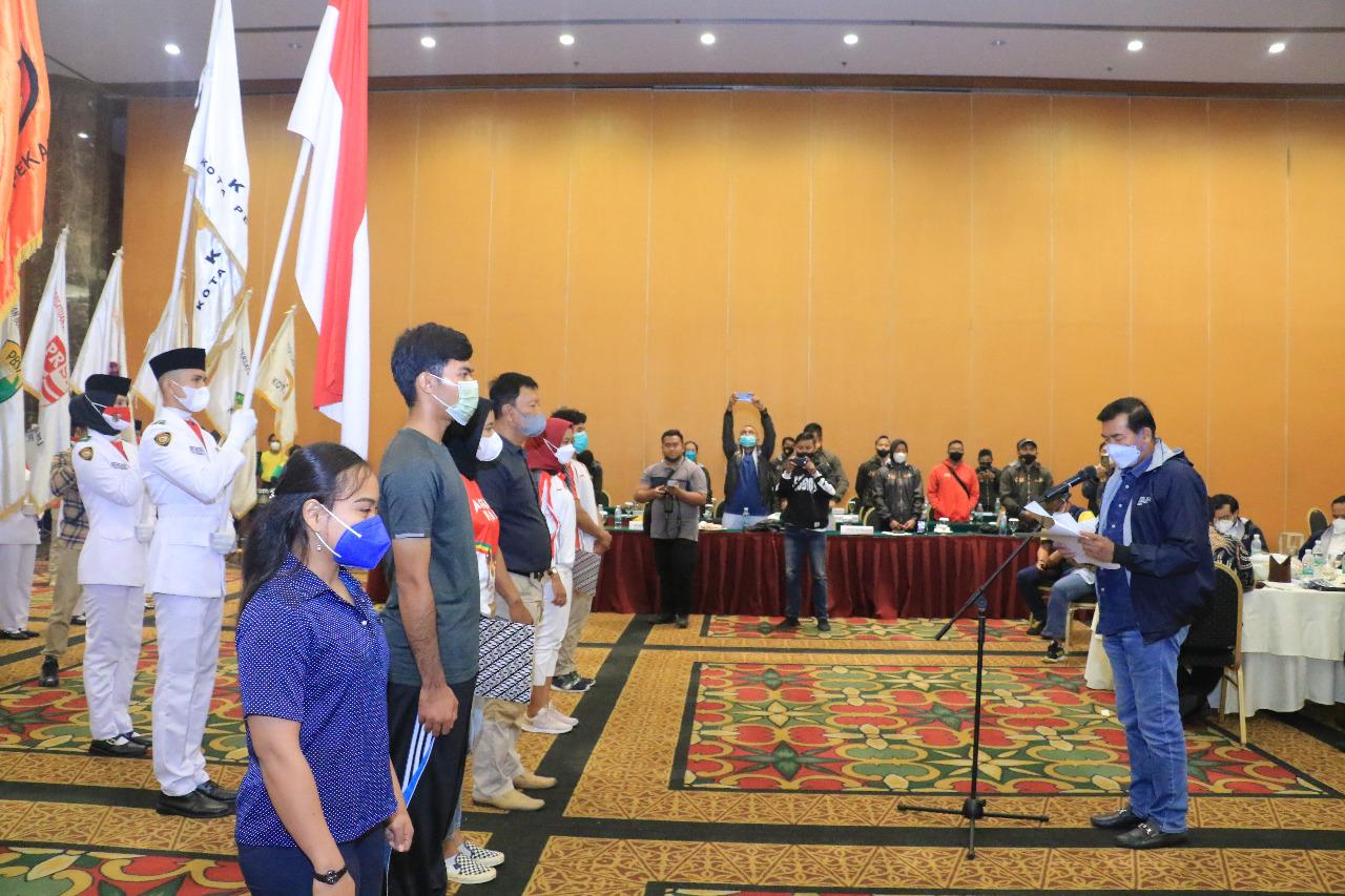 Wali Kota Lepas 60 Atlet Pekanbaru yang Tergabung di Kontingen Riau