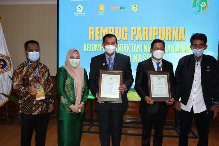 Wako Pekanbaru Peroleh Lencana ADHI BHAKTI TANI NELAYAN dari KTNA Nasional