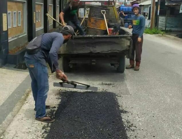 Dinas PUPR Perbaiki 2 Jalan di Kampung Melayu Sukajadi