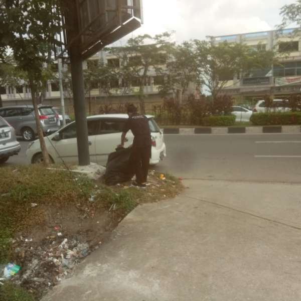 Image : Satgas DLHK Kumpulkan Rp5,5 Juta dari Denda OTT Pembuang Sampah.