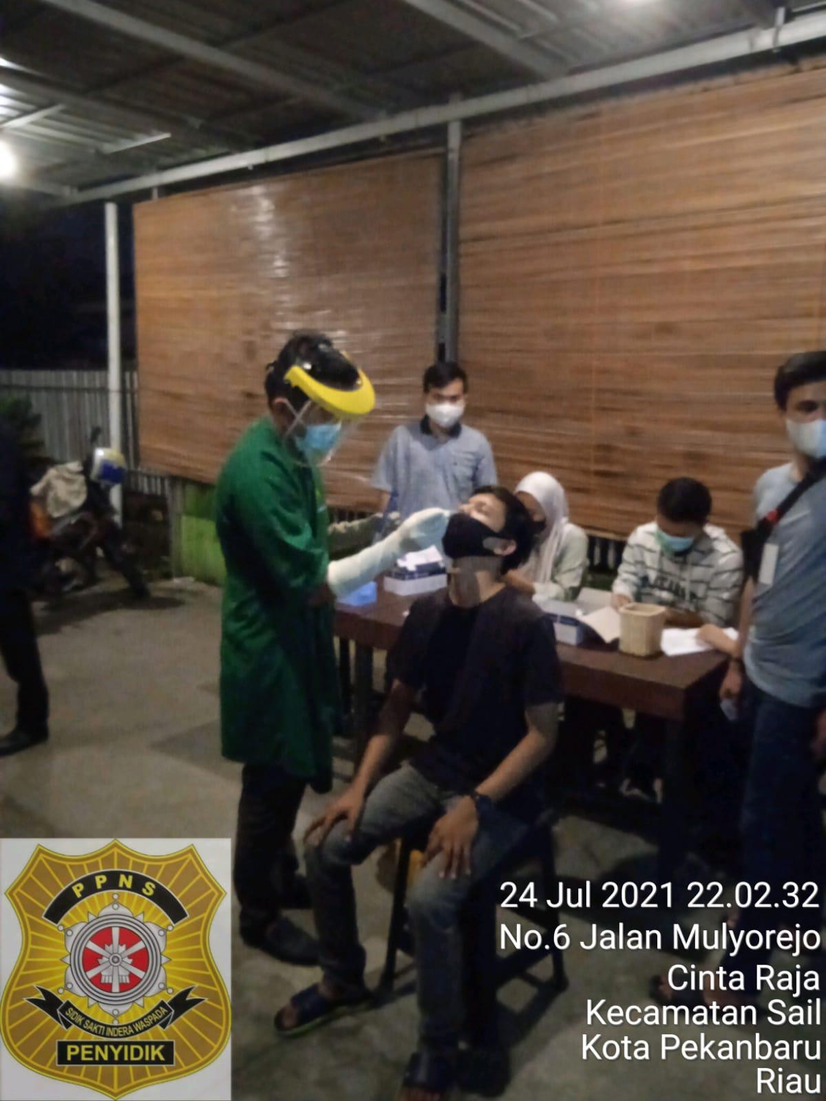 Image : Terjaring Razia Prokes, 3 Pengunjung Kafe Reaktif