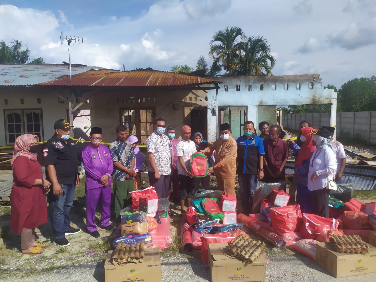 Pemko Salurkan Bantuan ke Warga Korban Kebakaran Rumah di Kulim