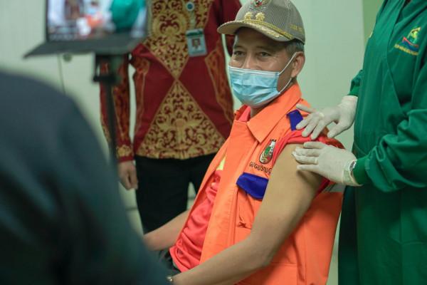 Wawako Pekanbaru Terima Suntikan Kedua Vaksin Covid-19 di RSD Madani
