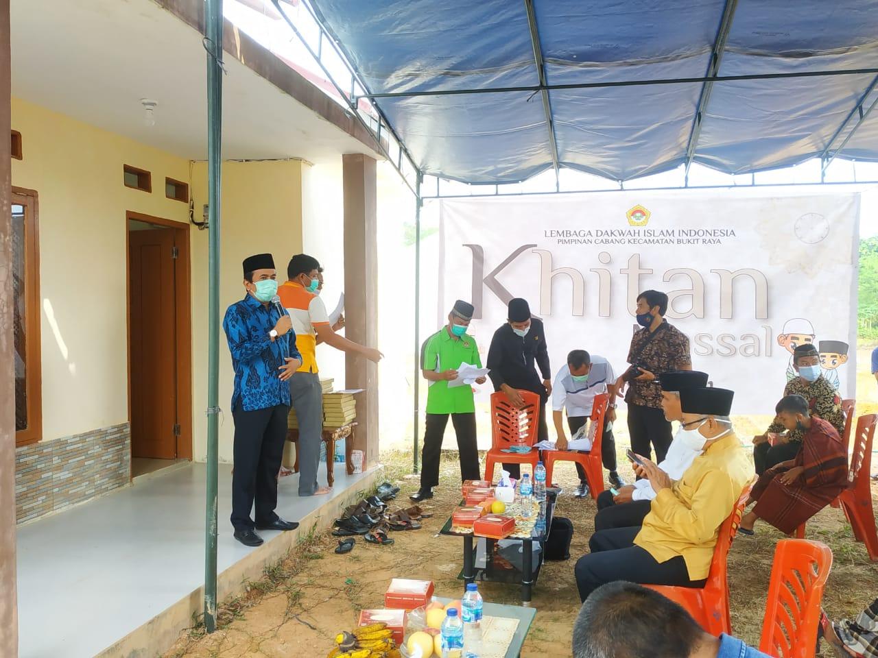 Camat Bukitraya Buka Khitanan Massal PC Lembaga Dakwah Indonesia