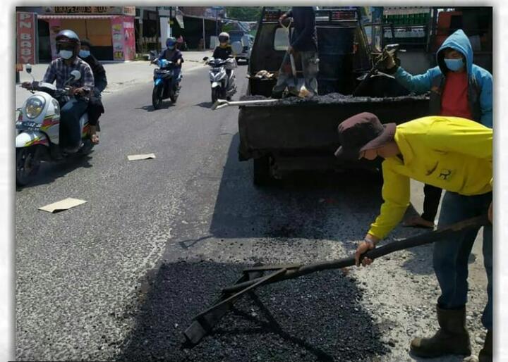Dinas PUPR Perbaiki Jalan Kartama Marpoyan Damai
