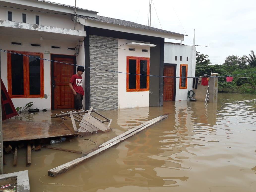 Camat Kulim dan Lurah Tinjau Sejumlah Titik Banjir