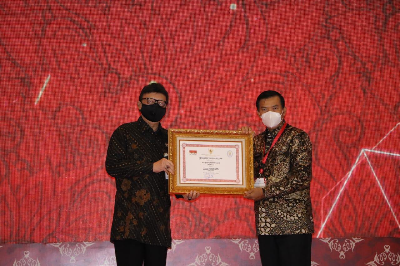 Image : Walikota Pekanbaru Raih Penghargaan Pembina Pelayanan Terbaik Tingkat Nasional
